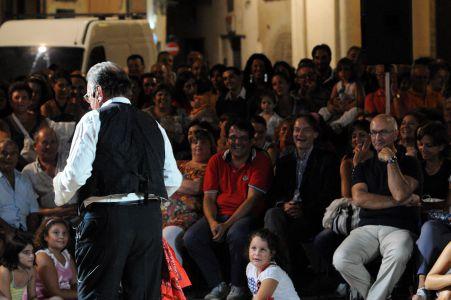 Piazza Salandra 2011 il Sindaco Risi tra il pubblico
