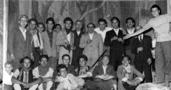 Paolo Zacchino con il gruppo teatrale della Chiesa del Carmine - anni 40